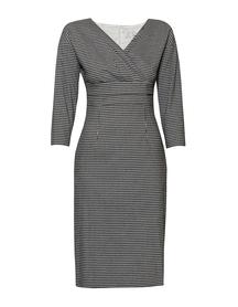 Sukienka zakładana pod biustem w krateczkę czarno- białą