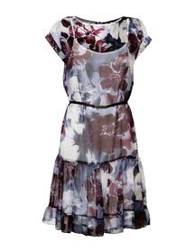 Sukienka lekka z falbankami z jedwabiu w duże kwiaty.