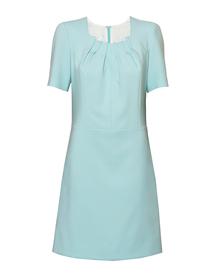 Sukienka w kolorze mięty z zakładkami w dekolcie