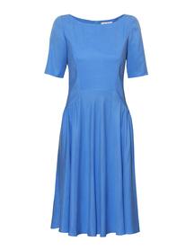 Sukienka z szerokim dołem w kolorze niebieskim z tkaniny cupro.