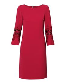 Prosta sukienka z efektownymi rękawami-  bordowa