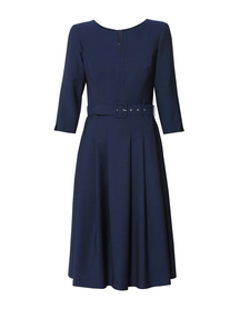 Wełniana sukienka z zakładkami i paskiem obciąganym
