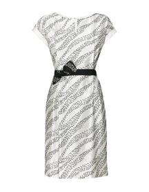 Sukienka z haftowanego szantungu z jedwabiu.