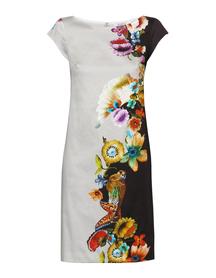 Sukienka z pionowym motywem kwiatowym