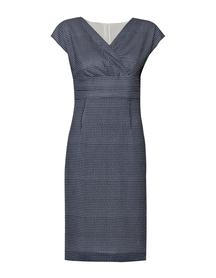 Sukienka z szyfonu zakładana pod biustem