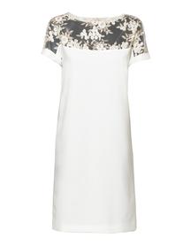 Elegancka sukienka z koronką w kolorze śmietanowym
