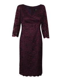 Koronkowa sukienka w kolorze wina z pięknym dekoltem