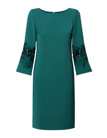 Prosta sukienka z efektownymi rękawami-  zielona