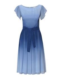 Sukienka z szyfonu cieniowanego z zakładkami w kolorze niebieskim