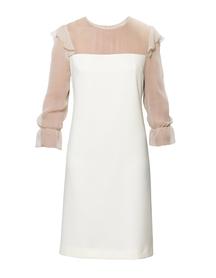 Wizytowa sukienka w kolorze ciepłego beżu z karczkiem i rękawami z jedwabiu.