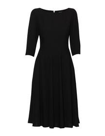 Czarna sukienka z szerokim dołem