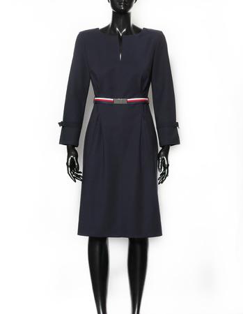Granatowa sukienka  z kolorowym paskiem (3)