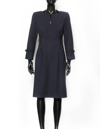 Granatowa sukienka  z kolorowym paskiem (4)