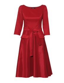 Wizytowa sukienka w kolorze malinowo-bordowym