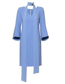 Sukienka z rozciętymi rękawami z szaliczkiem