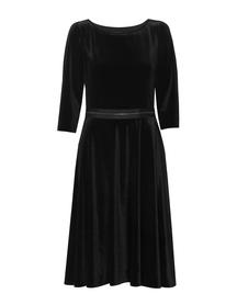 Sukienka z szerokim dołem z czarnego aksamitu