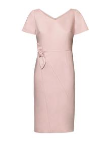 Sukienka z kokardą w tali w kolorze pudrowego różu