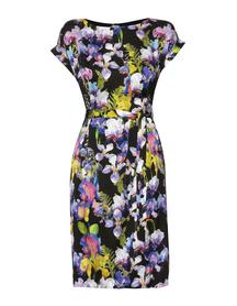 Prosta sukienka z pięknego drukowanego  jedwabiu