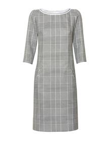 Prosta sukienka z kraty z listwą przy deklocie