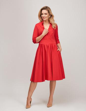 Bawełniano- wiskozowa czerwona sukienka z zakładeczkami (2)