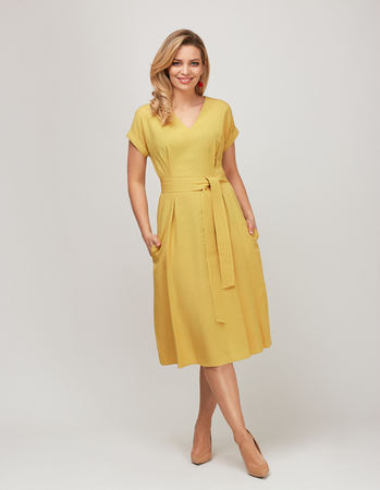 Sukienka z przewiewnej tkaniny - żółta (1)