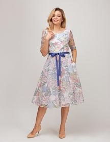 Sukienka z wirującym dołem z lekkiej tkaniny z nadrukiem kwiatowym