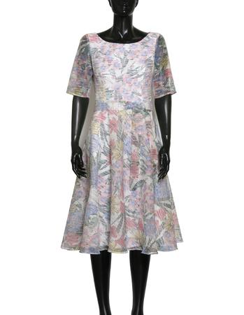 Sukienka z wirującym dołem z lekkiej tkaniny z nadrukiem kwiatowym (6)