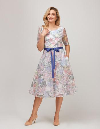 Sukienka z wirującym dołem z lekkiej tkaniny z nadrukiem kwiatowym (1)