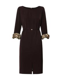 Sukienka z odpinanymi mankietami z futerka